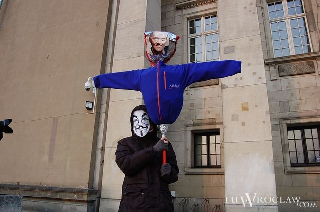 """""""Kto nie skacze, ten za Tuskiem"""" – kolejny marsz przeciw ACTA we Wrocławiu, tm"""
