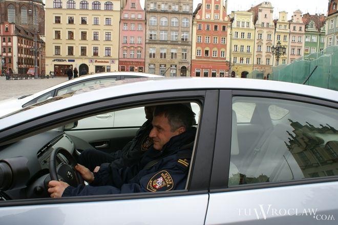 Miejscy strażnicy pomagają policji w wyłapywaniu kierowców przekraczających prędkość we Wrocławiu