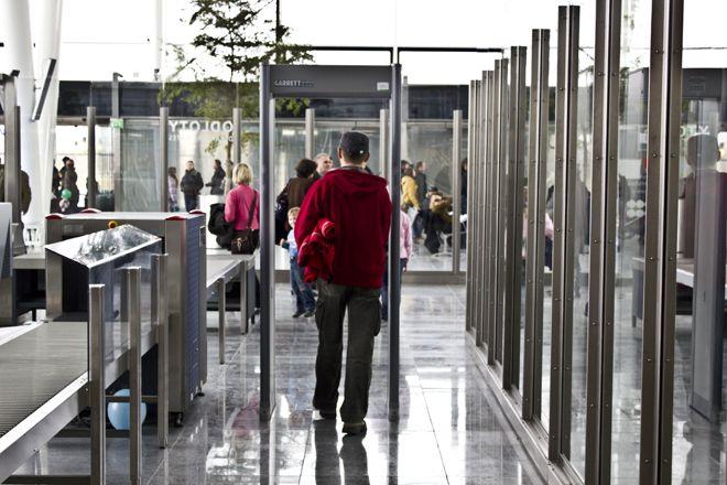 Pasażerów na lotnisku we Wrocławiu przybywa