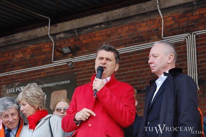 Janusz Palikot (z lewej) i wrocławski poseł partii - Wincenty Elsner
