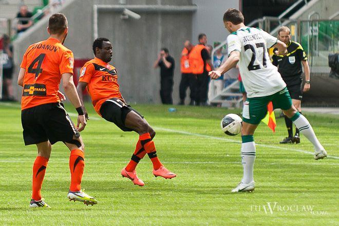 Derby zawsze rządzą się swoimi prawami. Na zdjęciu mecz we Wrocławiu w 2012 roku