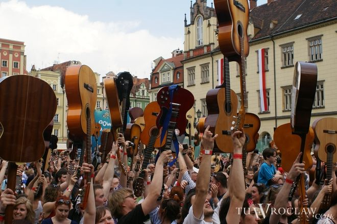 W Rynku wspólnie zagrało ponad 7 tys. gitarzystów