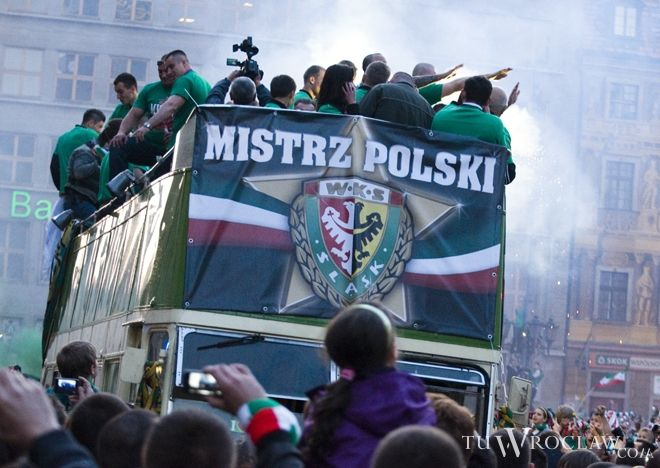 Na tę chwilę kibice czekali 35 lat - Śląsk mistrzem Polski 2012!