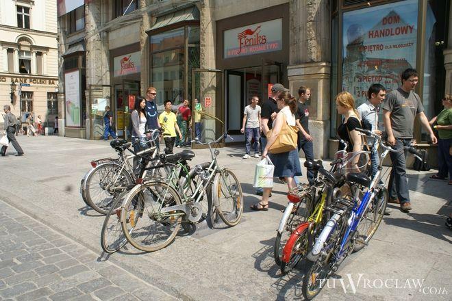 Rowery były później sprzedawane przygodnie napotkanym osobom