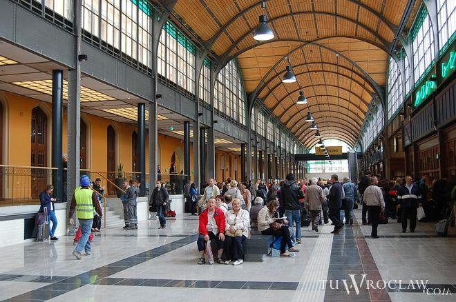 Na największym wrocławskim dworcu przybywa udogodnień dla pasażerów