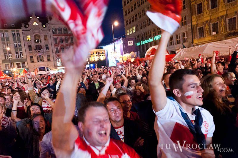 Szał radości w Strefie Kibica w czasie meczu Polska-Rosja