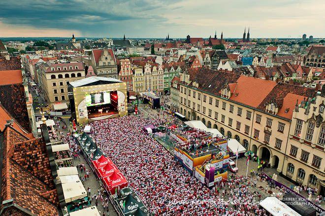 Koncerty i piłkarskie widowiska najlepiej oglądać na placu Gołębim