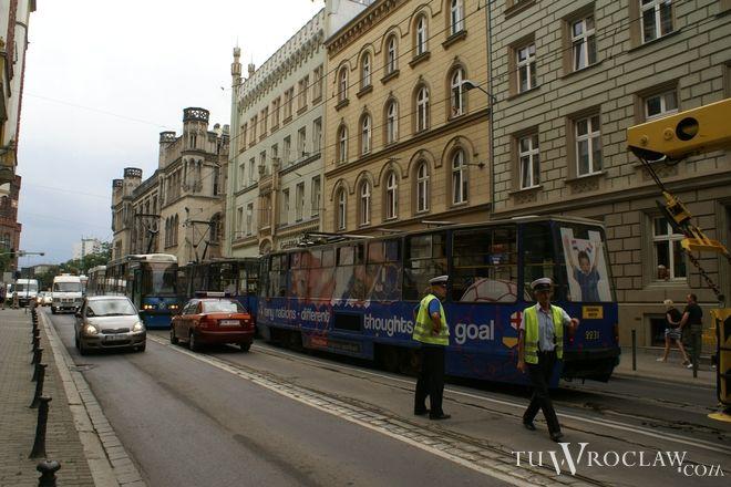 Torowisko na ulicy Krupniczej dziś jest w fatalnym stanie i często dochodzi tu do wykolejenia tramwajów