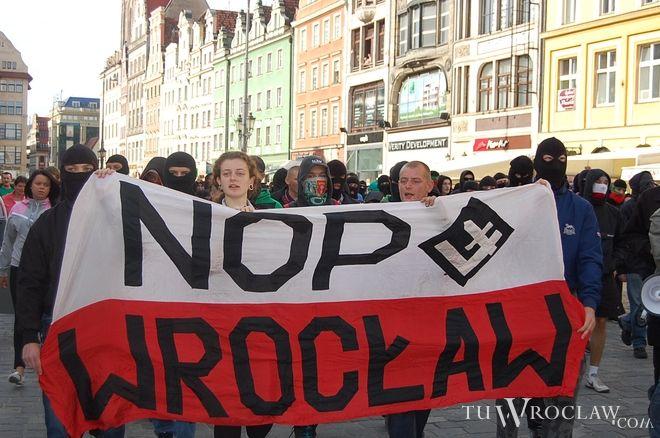 Część z manifestujących postanowiła przenieść się na ulicę Jagiellończyka