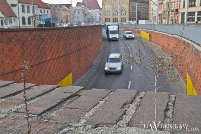 Wjazd do tunelu południowego od ulicy Kazimierza Wielkiego