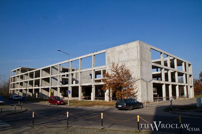 W budynku przy Lotniczej mają powstać biura i obiekty sportowe