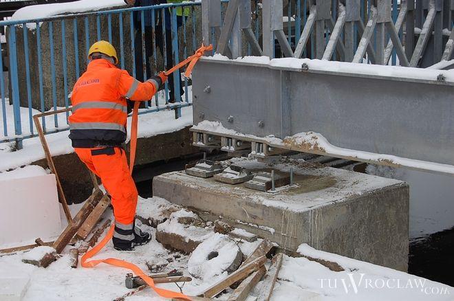 Tymczasowy most Widawski montowano zimą
