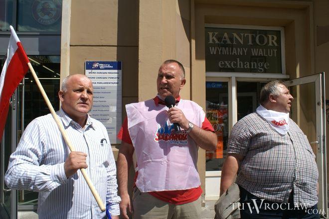 Związkowcy od poniedziałku okupowali siedzibę PO przy Oławskiej [zdjęcie ilustracyjne]
