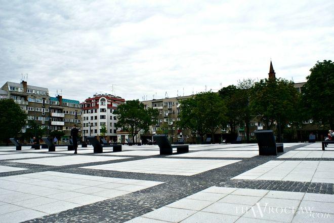 Na placu Nowy Targ pojawiła się nowa nawierzchnia, ławeczki i oświetlenie