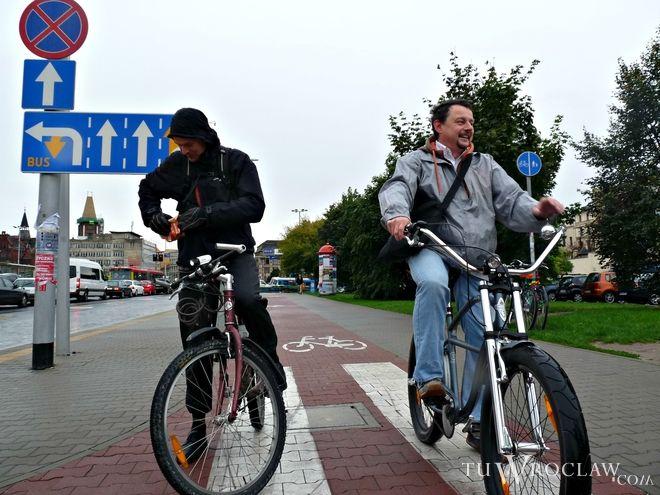 Rowerzyści będą zwracać uwagę na konieczność posiadania sprawnego oświetlenia