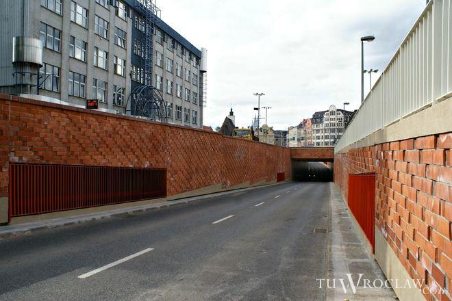 To tunel po stronie budynku PZU będzie wyłączony z ruchu