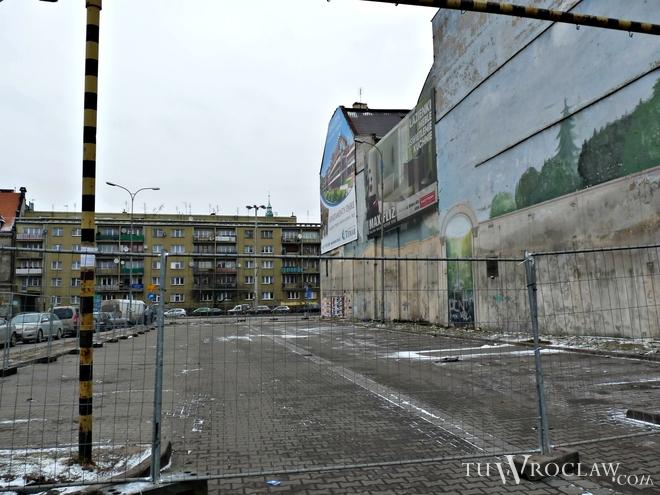 W środę teren przy ul. Zamkowej został ogrodzony i nie można już tam parkować