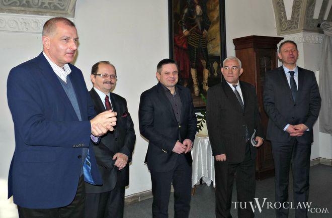 Jak wynika z sondażu, wspólne komitety Dutkiewicza i PO mają szansę wygrać wybory samorządowe