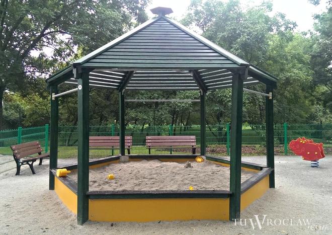 W ramach WBO wybudowano m.in. plac zabaw i rekracji na Muchoborze Wielkim