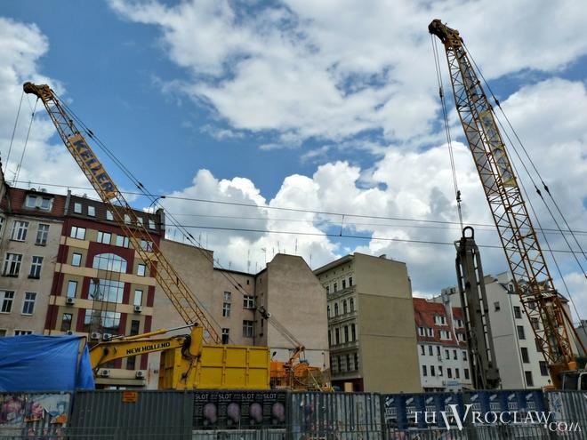Utrudnienia w ruchu spowodowane są prowadzonymi inwestycjami budowlanymi