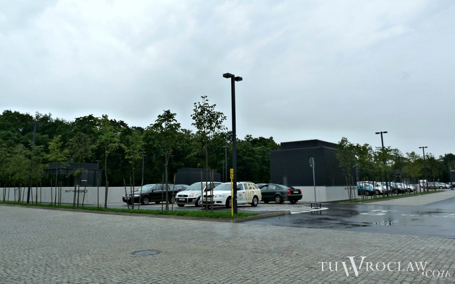 Od 1 sierpnia kierowcy mogą korzystać z podziemnego parkingu przy Hali Stulecia