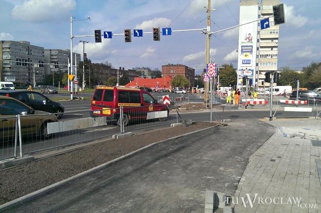 Zakończyła się budowa przejścia dla pieszych wraz z przejazdem rowerowym na placu Strzegomskim