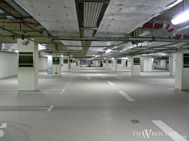 Parking pod Narodowym Forum Muzyki działa od września. Obecnie występują tam utrudnienia w ruchu