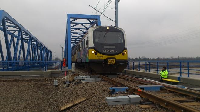 Od tygodnia ruch pociągów prowadzony jest już na obu konstrukcjach mostowych