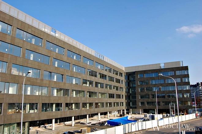 Echo Investment kończy we Wrocławiu budowę biurowca West Gate