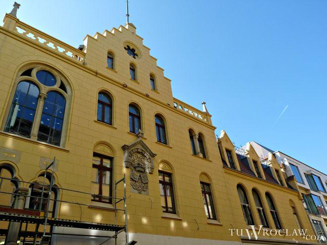 Elewacja pałacu Ballestremów odzyskała już dawny blask. W środku znajdą się biura, restauracja i klub