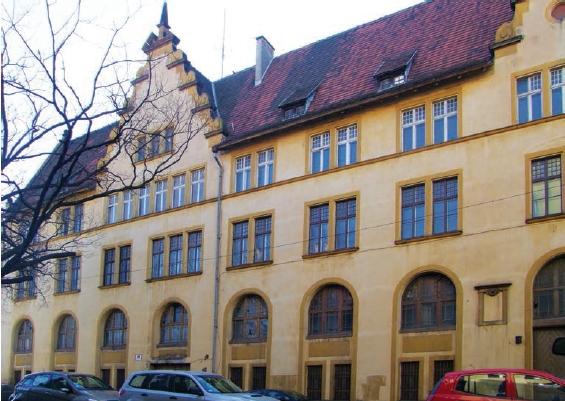 Budynek dawnego urzędu celnego przy ulicy Księcia Witolda znalazł nowego właściela, który wyłożył ponad 10 mln złotych