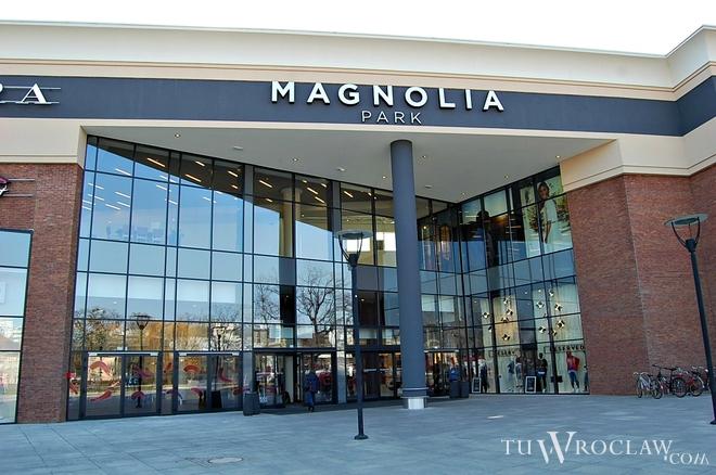 Największym obiektem handlowym w aglomeracji wrocławskiej jest Magnolia Park