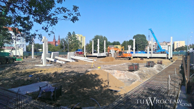 Budowa tuż przy Aquaparku ruszyła na początku czerwca. Powstaje tam supermarket sieci Kaufland