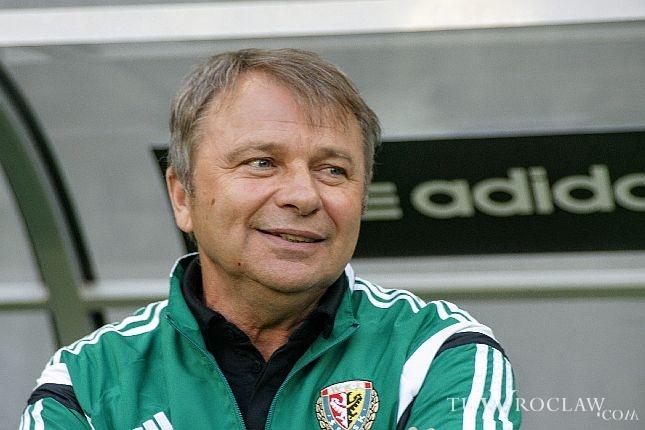 Trener Śląska Tadeusz Pawłowski dawno już nie miał powodu do uśmiechu. Jego zespół pogrąża się w coraz większym kryzysie