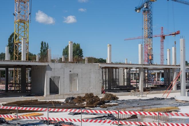 """Po ośmiu miesiącach rozpoczęcia budowy zakończony został poziom """"zero"""" kompleksu Business Garden"""