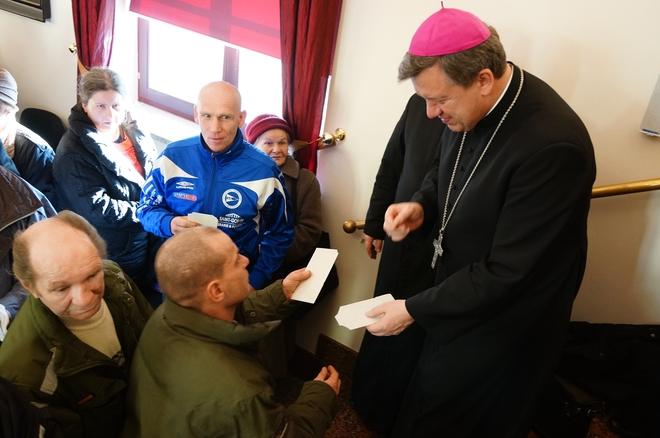 600 osób samotnych, chorych, bezdomnych i ubogich przybyło we czwartek do auli PWT