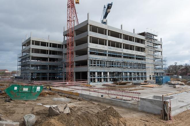 Na placu budowy kompleksu Business Garden przy ulicy Legnickiej uroczyście zawieszono wiechę