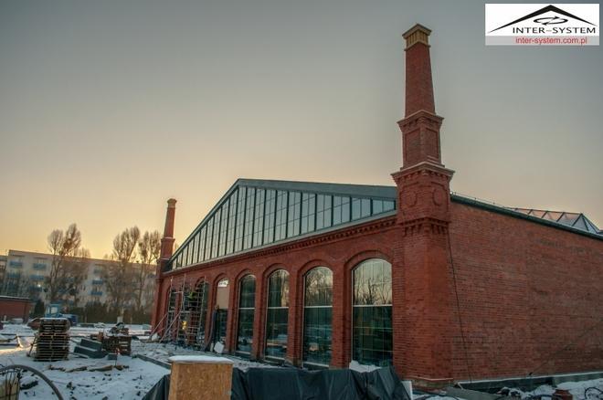 Dawny budynek zajezdni zmienia się w centrum wystaw historycznych. Prace budowlane są już bardzo zaawansowane