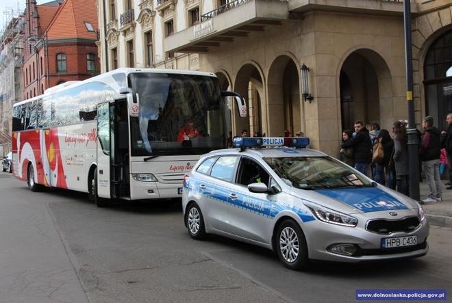 Wrocławscy policjanci dbali o bezpieczeństwo nie tylko kibiców, ale też samych piłkarzy