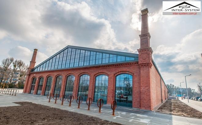 Dawny budynek zajezdni zmienił się w centrum wystaw historycznych