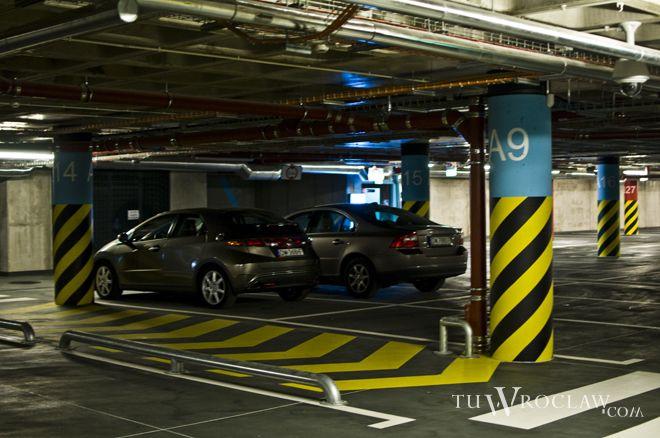 Tanieje stawki na parkingu podziemnym pod Dworcem Głównym