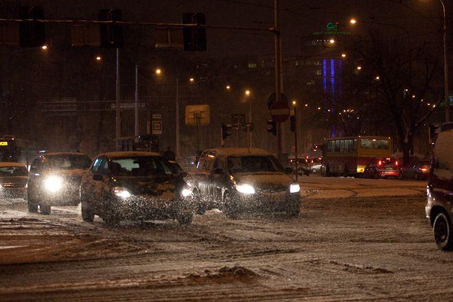 We Wrocławiu w ciągu dwóch dni spadło kilkanaście centymetrów śniegu. Dla służb to zbyt dużo