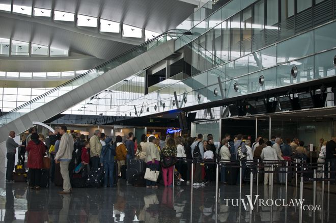 Pasażerowie na wrocławskim lotnisku są sprawnie odprawiani