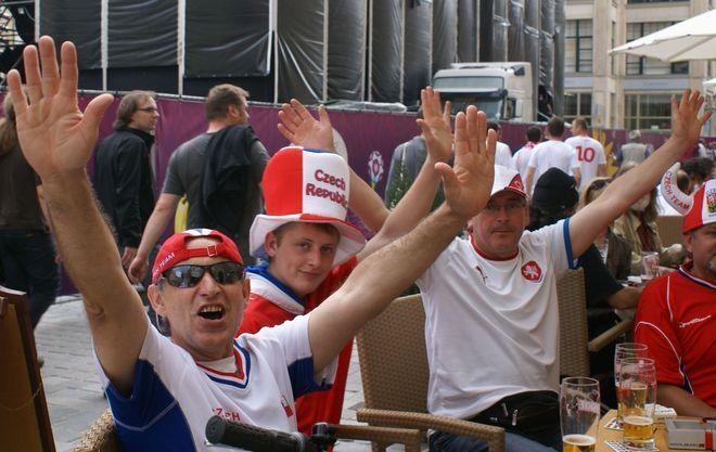 W knajpach we wrocławskim Rynku przesiadują głównie zagraniczni kibice