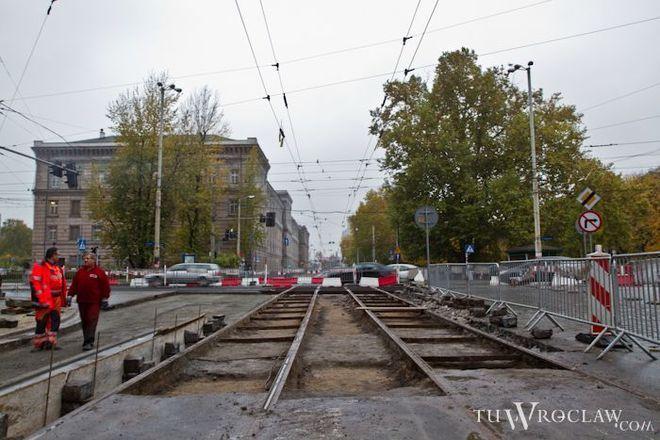 Tuż obok trwają prace na Podwalu - ulicy prowadzącej do placu Orląt Lwowskich