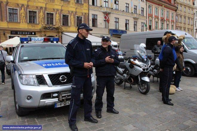 Oszuści ostatnio często podszywają się we Wrocławiu pod policjantów