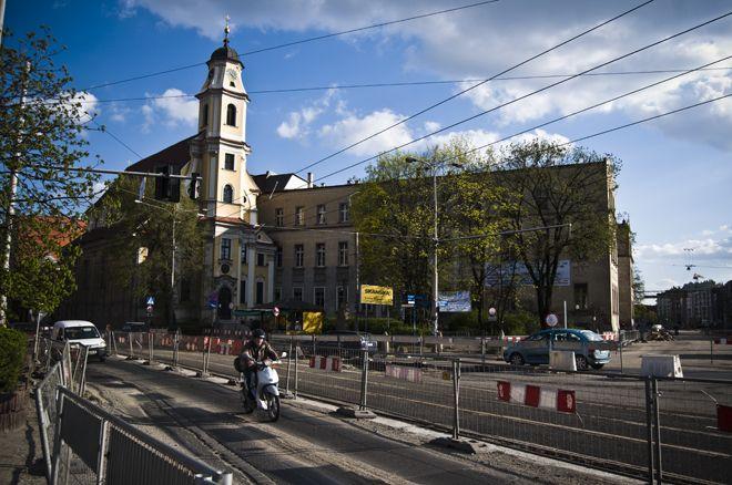 Wreszcie zakończy się też uciążliwa dla kierowców i pasażerów przebudowa placu Wróblewskiego