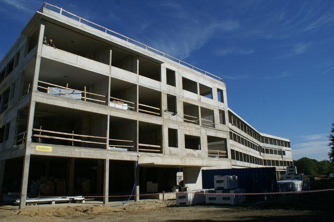 Budowa nowego szpitala potrwa jeszcze niecały rok, aleja Stabłowicka będzie prowadziła właśnie pod bramy placówki