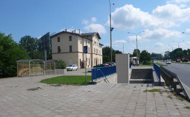 Przy dworcu kolejowym na Psim Polu powstanie nowy parking dla samochodów
