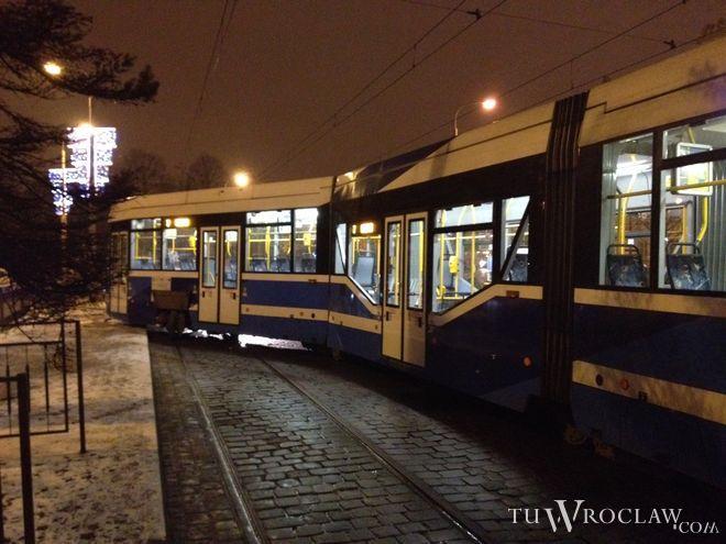 Miasto zabrało się za naprawę torowisk tramwajowych i przeprasza mieszkańców za zakłócanie ciszy nocnej